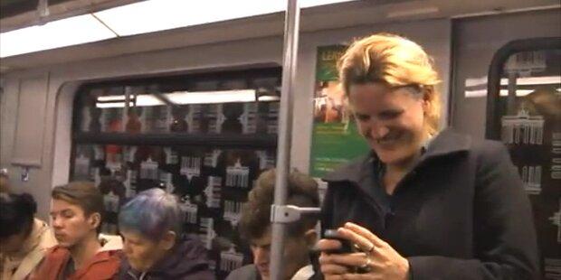 Lach-Flashmob steckt ganze U-Bahn an