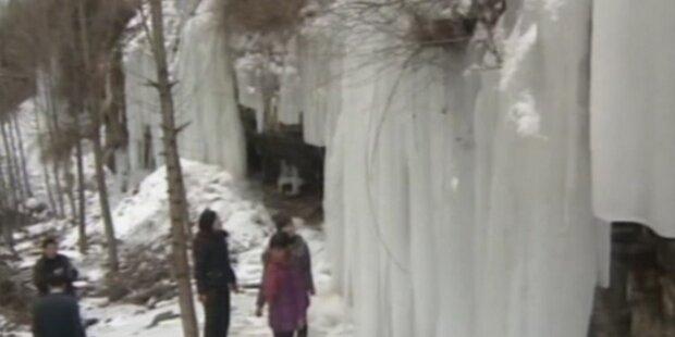 Eis-Wasserfall wird Touristenattraktion