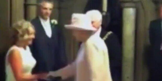 Queen gratuliert verdutztem Brautpaar