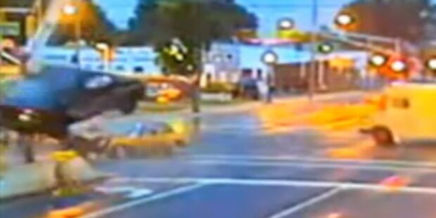 Heftiger Unfall aus 4 Perspektiven gefilmt