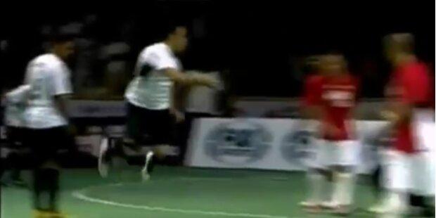 Jahrhundert-Tor bei Futsal-Spiel