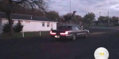 Mann vergeigt Salto über fahrendes Auto
