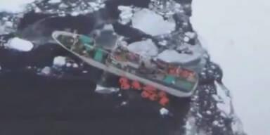 Russisches Besatzung im Eismeer gefangen