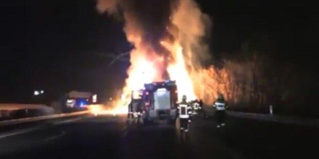 Explodierende Spraydosen fliegen über die Autobahn