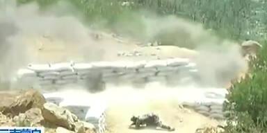Ungeschickt: Soldatin wirft Granate zu kurz
