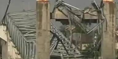 700-Meter-Brücke stürzt ein: schon 18 Tote