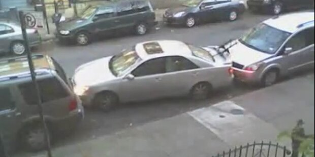 Brutal: So parkt man sein Auto in New York City