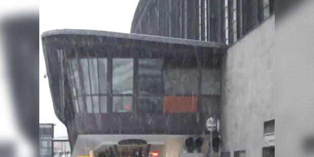 Schnee am Bahnhof Zoo in Berlin