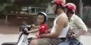 Mini-Biker: 5-Jähriger fährt Moped