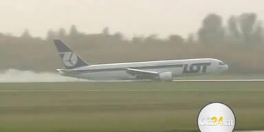 Bruchlandung einer Boeing ohne Fahrwerk