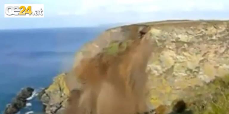 Schockvideo: Steilküste stürzt ins Meer