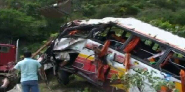 Bus stürzt in Schlucht - mindestens 29 Tote