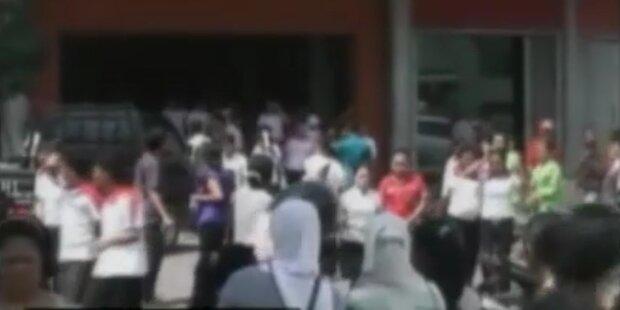 Schweres Erdbeben erschüttert Indonesien