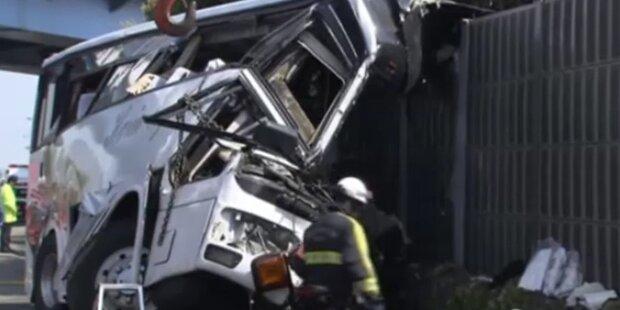 Busunglück in Japan mit sieben Toten