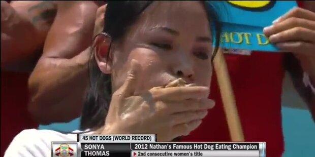 45-Kilo-Frau verschlingt 45 Hot Dogs