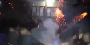 Feuerwerk explodiert in Männerrunde