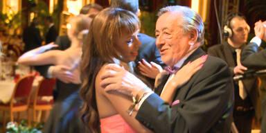 Lugner tanzt mit seiner Herzensdame