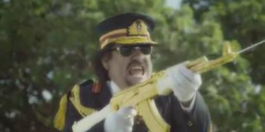 TV-Spot: Gaddafi und Hussein spielen Krieg