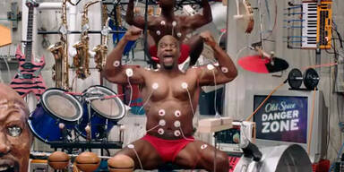 Old Spice: Terry Crews macht Muskel-Musik