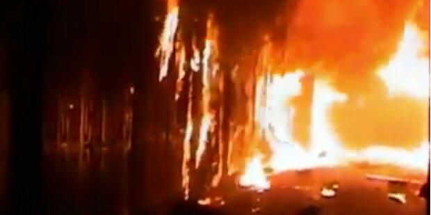 Historischer Markt von Aleppo in Flammen