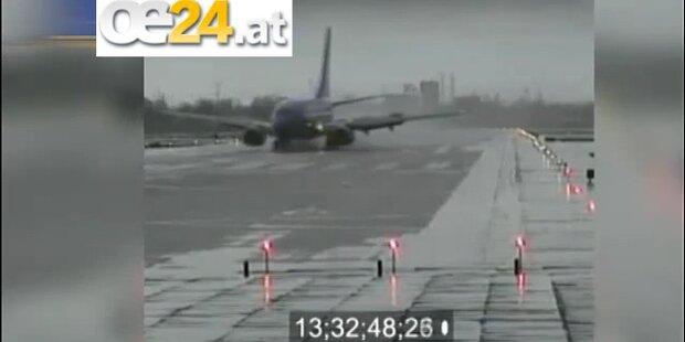 Jet mit 134 Passagieren rutscht von Landebahn