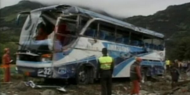 Busunglück mit 16 Toten - Fahrer flüchten