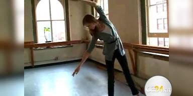 Karlie Kloss zeigt wie ein Supermodel läuft