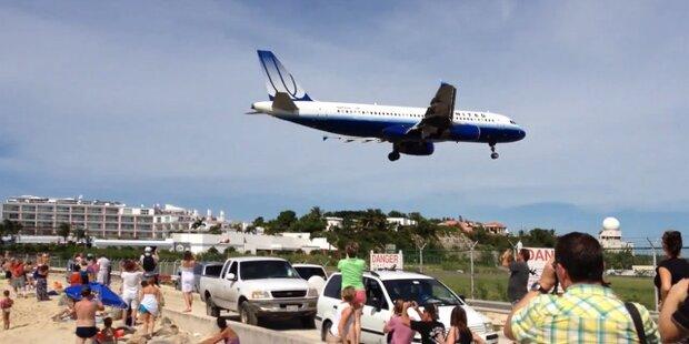 Amateurvideo: Flieger landet fast auf Strand