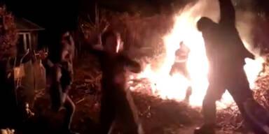 Mann fällt bei Harlem Shake ins Feuer