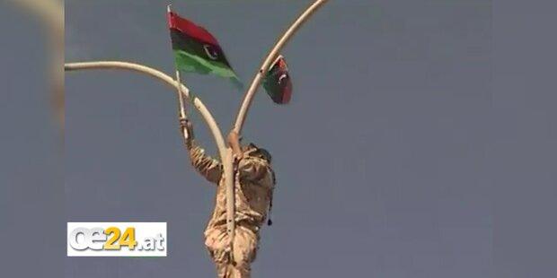Gaddafi ist tot - Freudenfeier in Sirte
