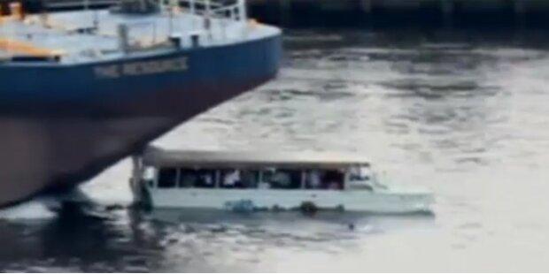 Schock: Kahn überfährt Passagierboot