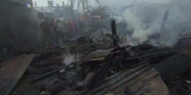 Flugzeug stürzt auf Grundschule in Manila