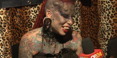 Vampir zu Besuch bei Tattoo-Messe in Wien
