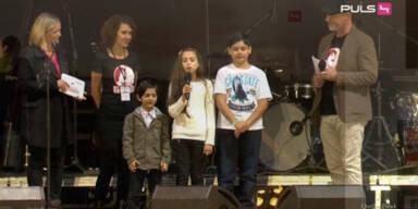 Flüchtlinge auf der Voice Of Refugees Bühne