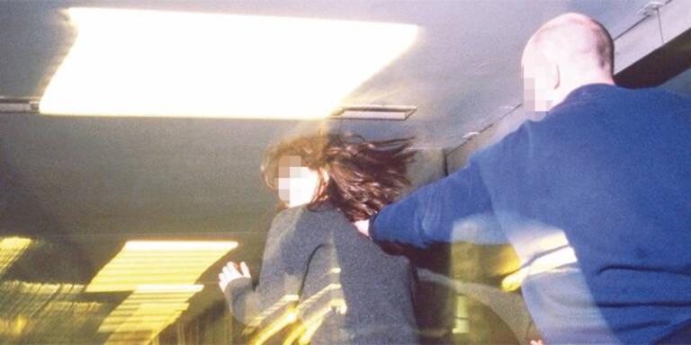 Jugendliche von drei Männern sexuell attackiert