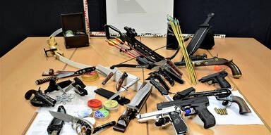 Waffen-Arsenal bei Corona-Demo-Anführer gefunden