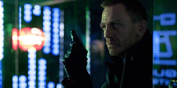Skyfall: Daniel Craig wirbt  mit Pistole