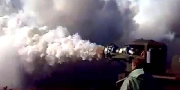 Nebelmaschine produziert Rauch wie Vulkan