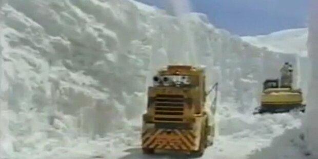 15m hoher Schneekanal in Japan