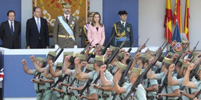 Prinz Felipe und Letizia bei Militärparade