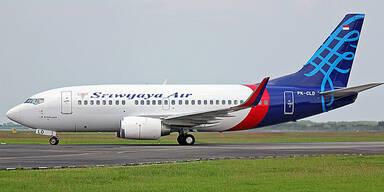 Boeing 737 in Indonesien verschwunden - Trümmer gefunden