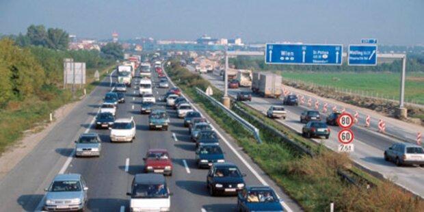 Südautobahn: Unfall mit drei Fahrzeugen