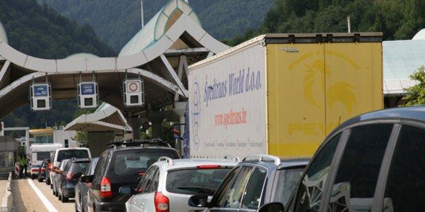 Mega-Stau vor dem Karawanken-Tunnel