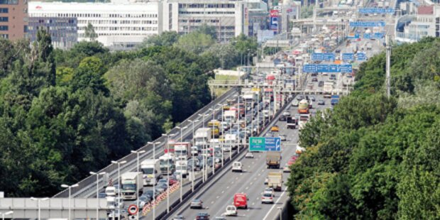 Zehn Prozent mehr Lkws auf Autobahn
