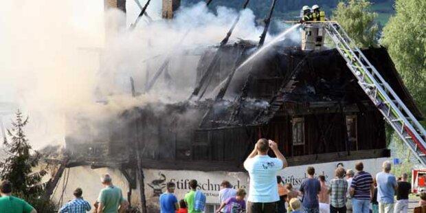 Ossiach: Stiftsschmiede geht in Flammen auf