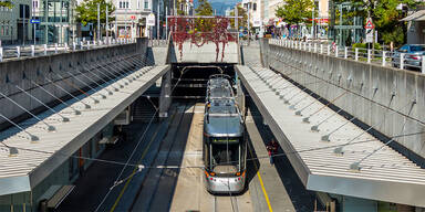 Bim in Linz entgleist: Mehrere Verletzte