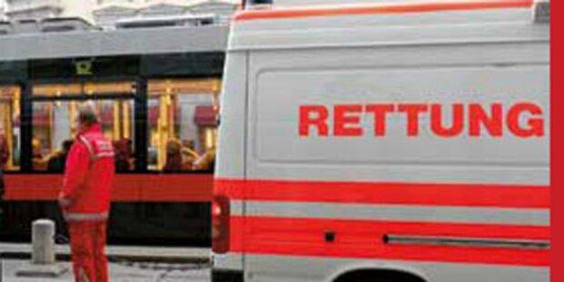 Bus kracht in Wien gegen Straßenbahn