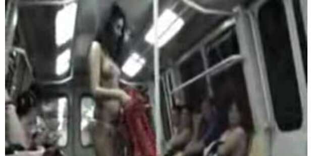 Strippende Bettlerin in der Bukarester U-Bahn