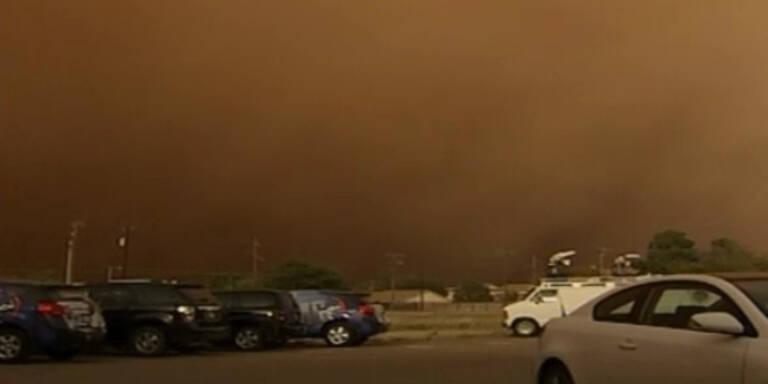 Sandsturm verwandelt schlagartig Tag in Nacht
