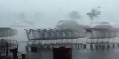 Gruslig: Wind verweht Einkaufswägen